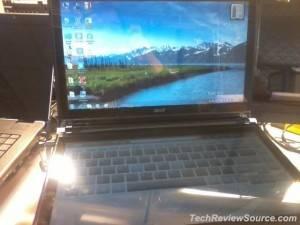 Acer prepara un portátil con doble pantalla táctil